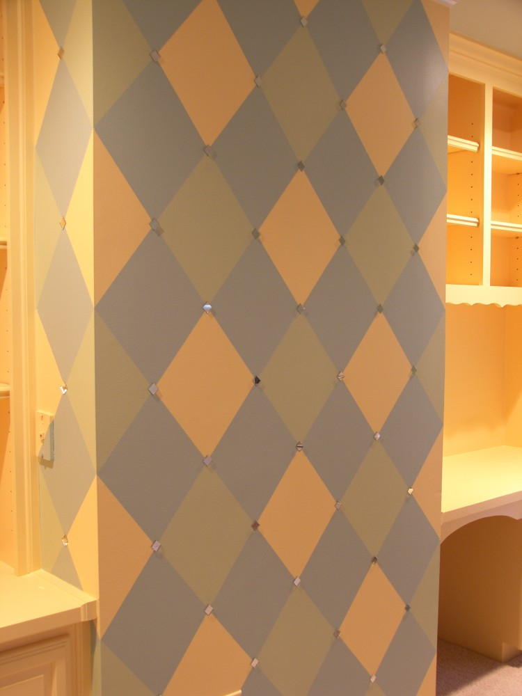 Pattern - Diamond accent wall with small mirrors
