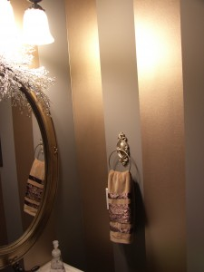 Metallic stripe in powder room